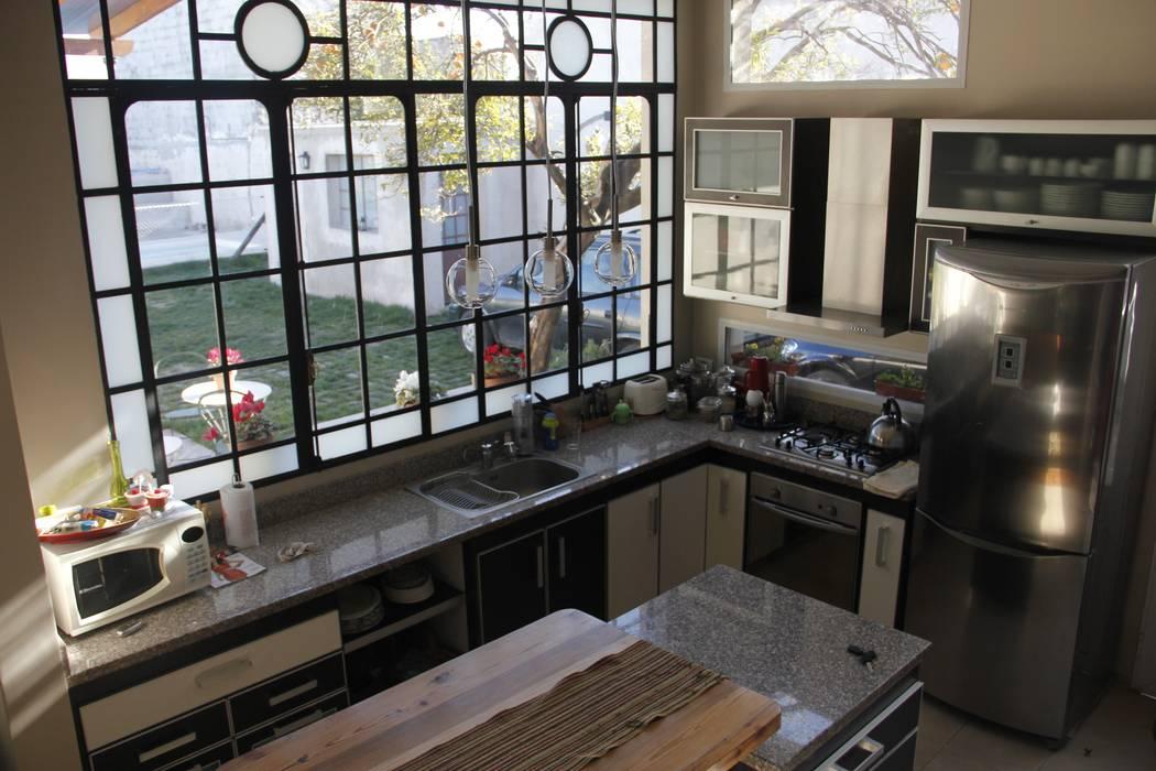 Cocinas de estilo moderno de laura zilinski arquitecta Moderno