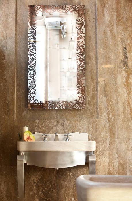 BAGNO CLASSICO: Bagno in stile in stile classico di Travertini & Pietre S.r.l. a socio unico