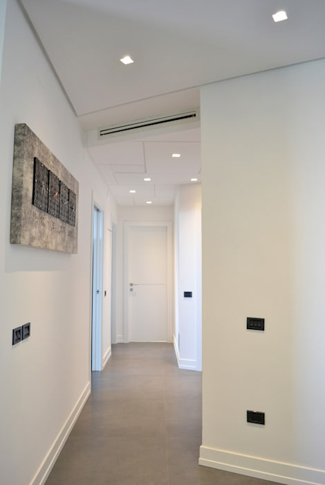 Modern Corridor, Hallway and Staircase by tizianavitielloarchitetto Modern