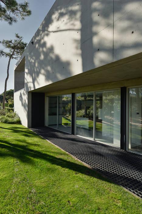 Puertas y ventanas minimalistas de guedes cruz arquitectos Minimalista