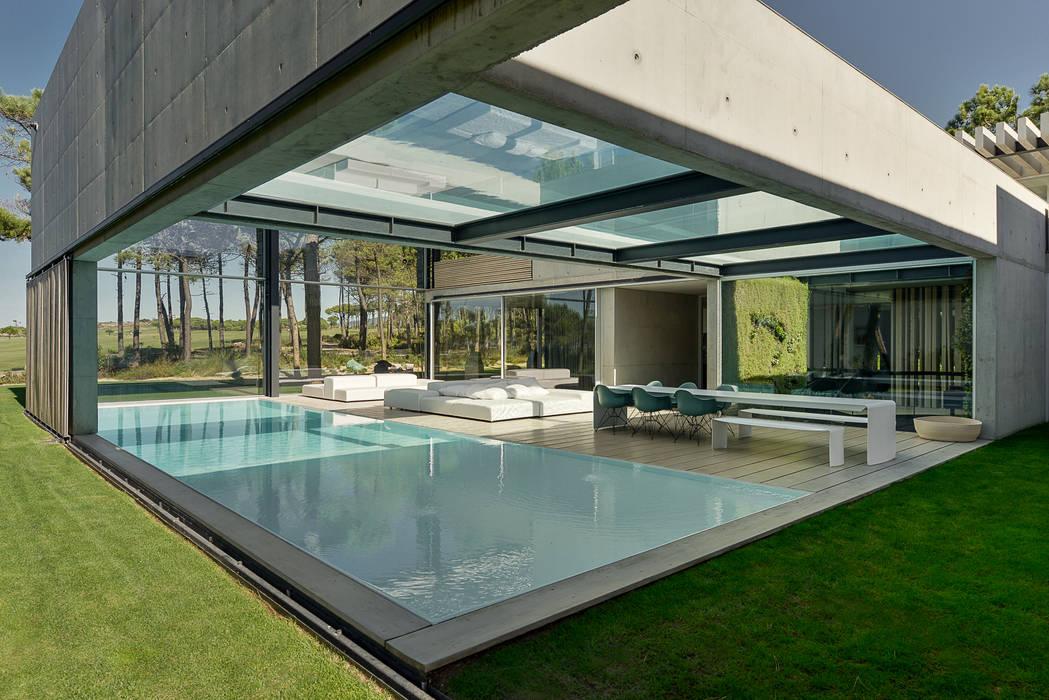 Piscine minimaliste par guedes cruz arquitectos Minimaliste