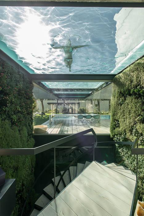 Pasillos, vestíbulos y escaleras minimalistas de guedes cruz arquitectos Minimalista