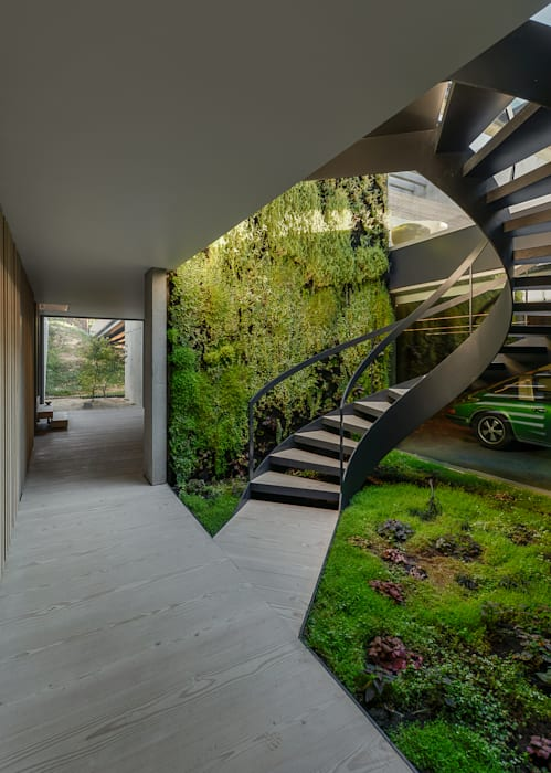 Minimalist corridor, hallway & stairs by guedes cruz arquitectos Minimalist