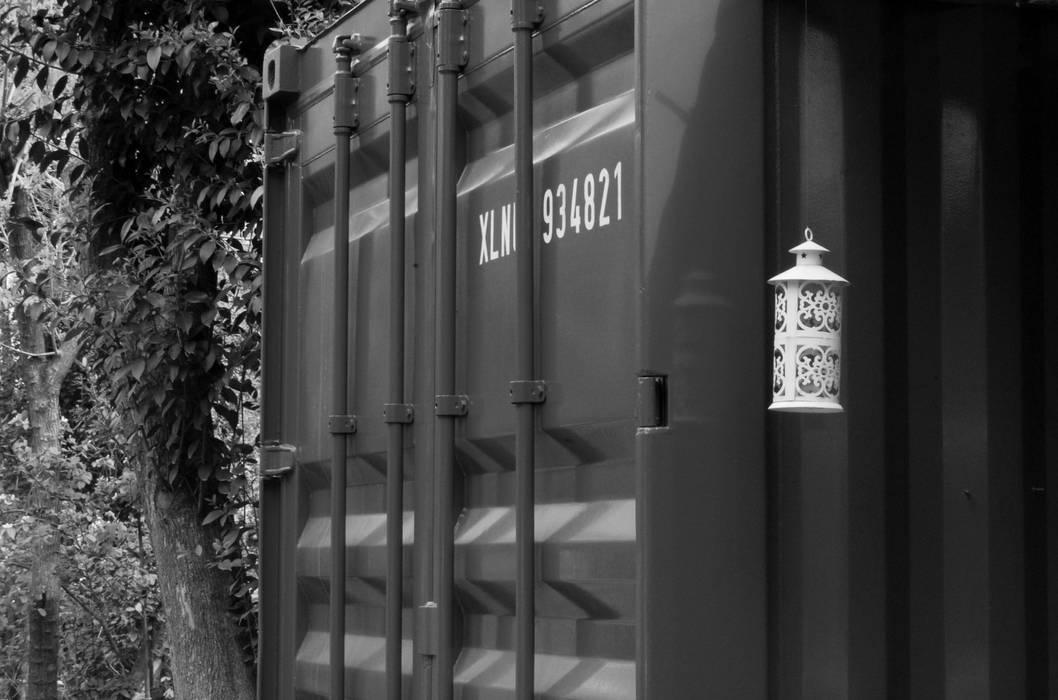 Fachada Casas de estilo industrial de Guadalupe Larrain arquitecta Industrial Hierro/Acero