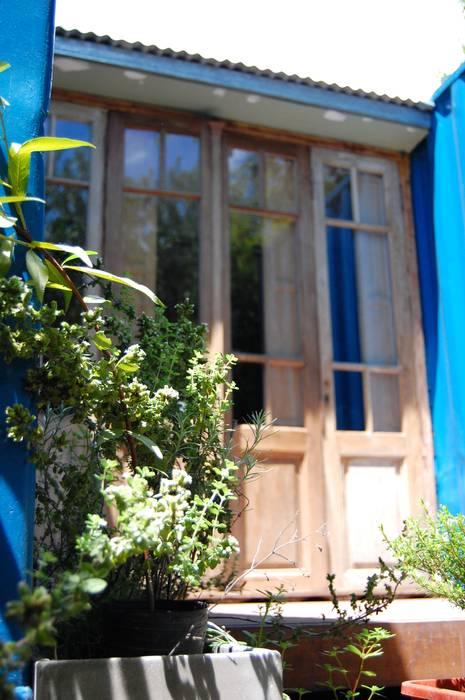 Terraza y deck exterior: Casas de estilo  por Guadalupe Larrain arquitecta,Industrial