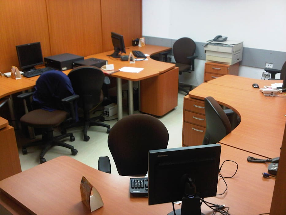 Modern offices & stores by Forma y Espacio Arquitectos Constructores CA Modern Engineered Wood Transparent