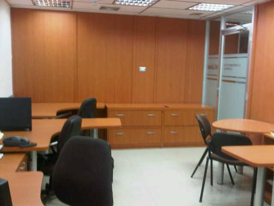 Kantor & toko oleh Forma y Espacio Arquitectos Constructores CA