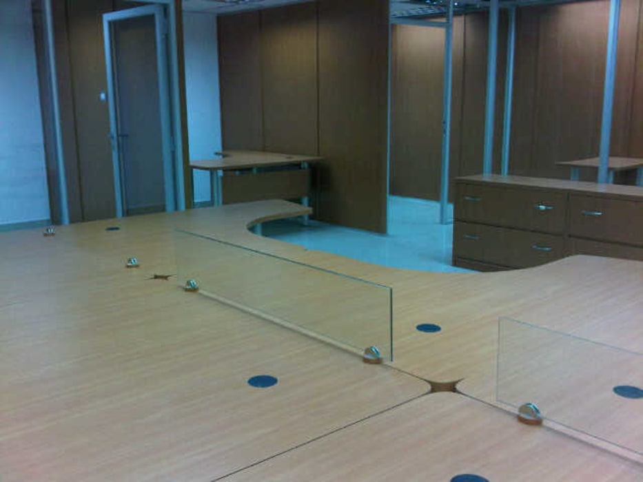 Kantor & Toko Modern Oleh Forma y Espacio Arquitectos Constructores CA Modern Kayu Buatan Transparent