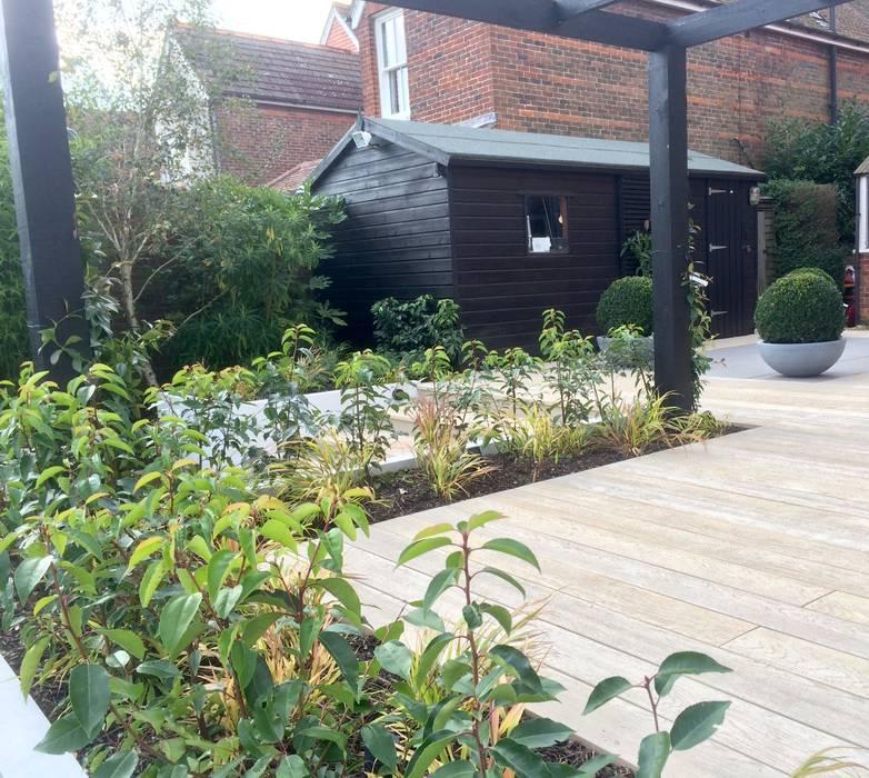 Small garden extension homify Modern garden