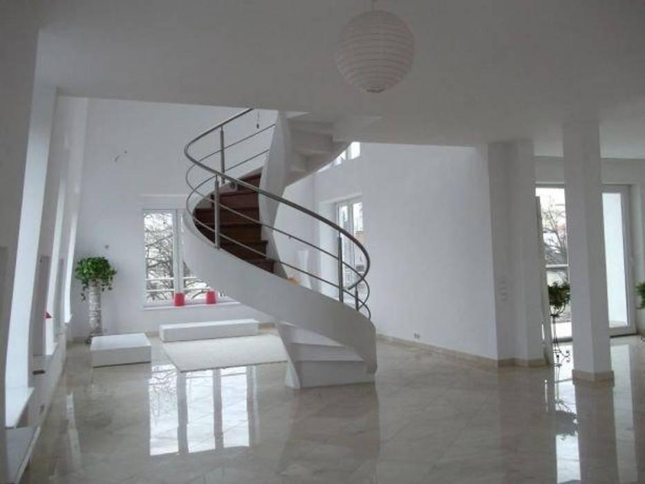 schody w salonie Nowoczesny korytarz, przedpokój i schody od A.P. RUD Schody Nowoczesny