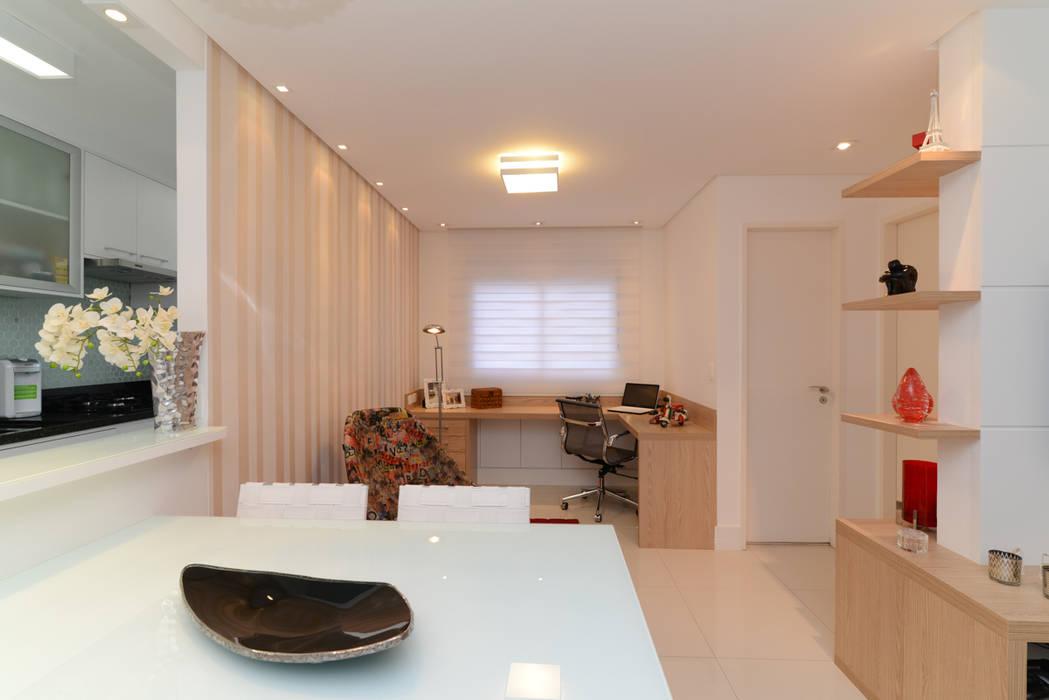 Salas / recibidores de estilo  por RAFAEL SARDINHA ARQUITETURA E INTERIORES,