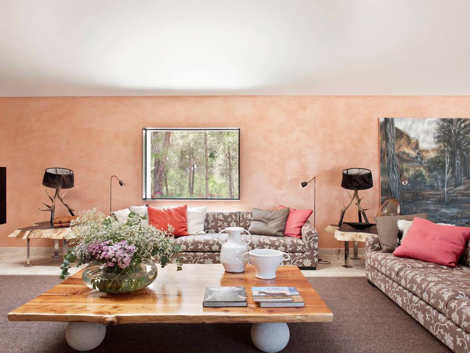 Living room by SA&V - SAARANHA&VASCONCELOS, Rustic