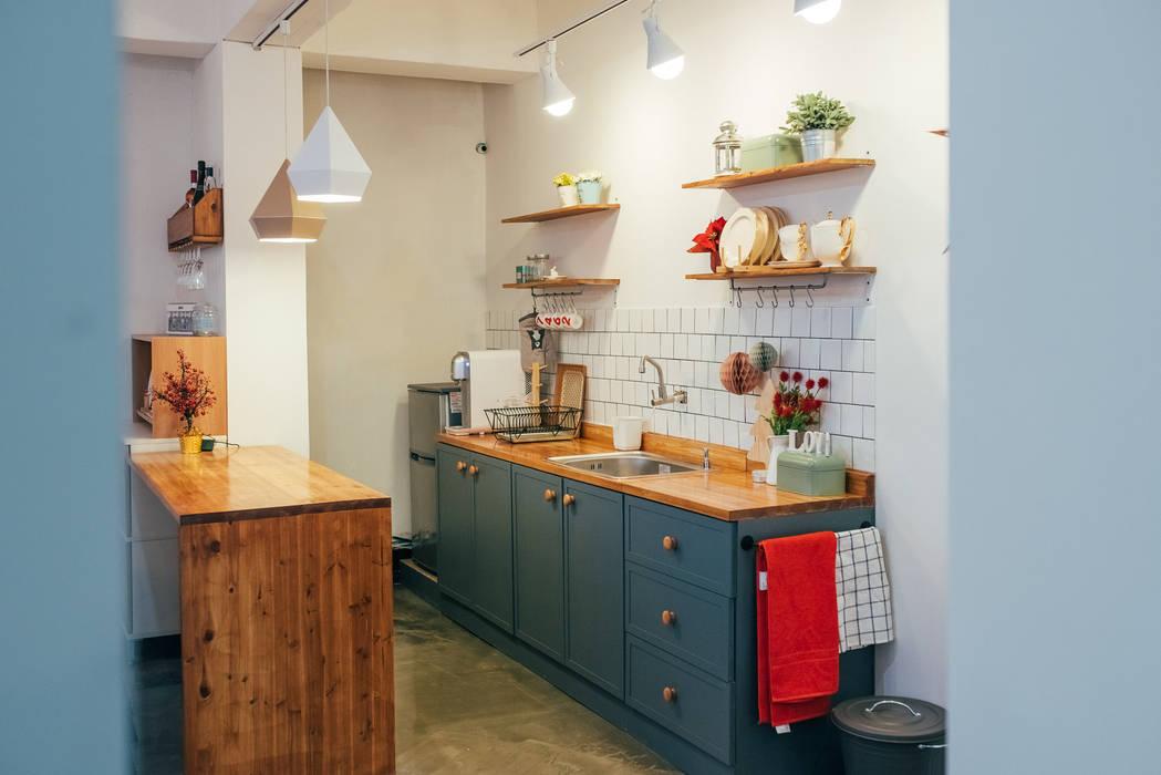 Cocinas escandinavas de 바라다봄 스튜디오 Escandinavo