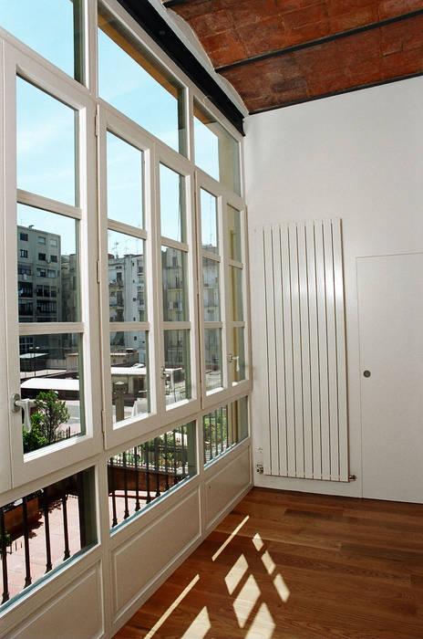 4+1 arquitectes Scandinavian style windows & doors