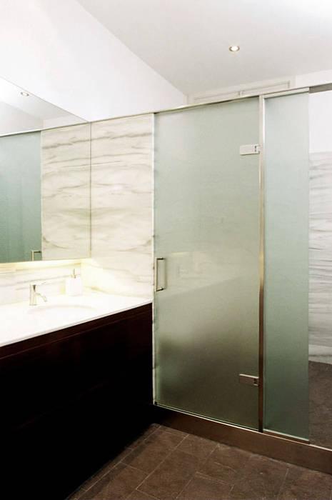 4+1 arquitectes Modern bathroom