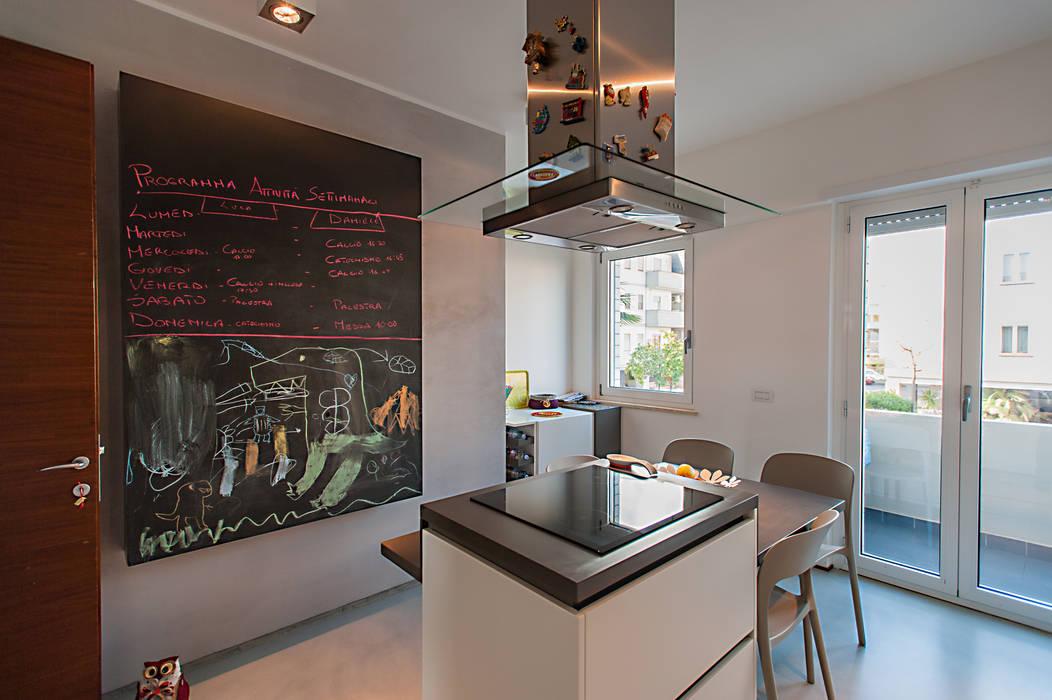 Modern style kitchen by 2bn architetti associati Modern
