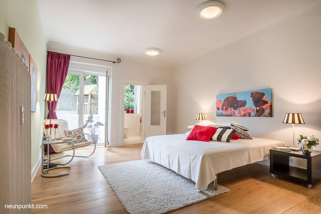 Home Staging einer Eigentumswohnung:  Schlafzimmer von MK ImmoPromotion,Modern