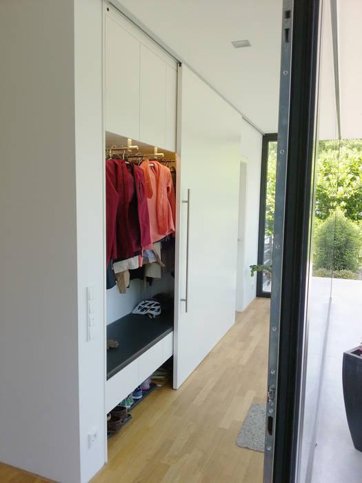 Pasillos, vestíbulos y escaleras modernos de Hammer & Margrander Interior GmbH Moderno