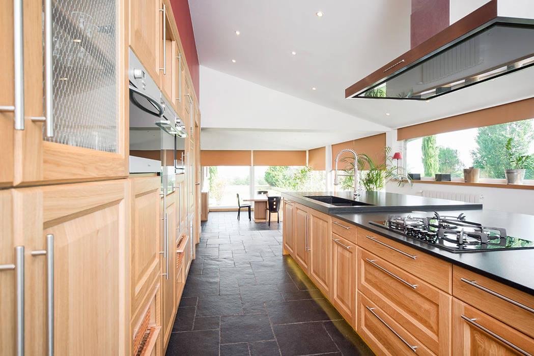 Extension de cuisine à Lentilly (69): Cuisine de style  par réHome