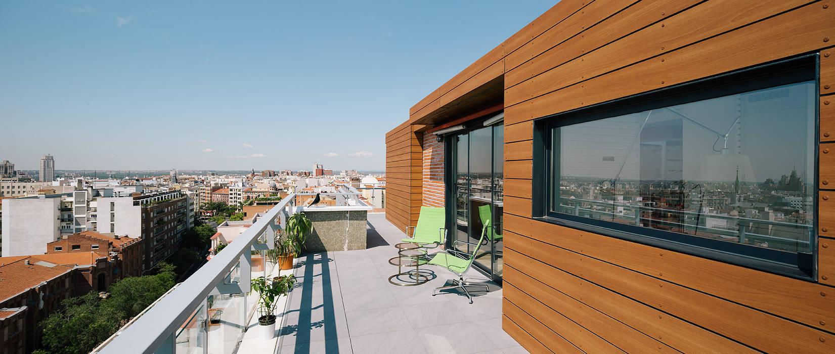 """""""Un chalet en el cielo de Madrid"""" ImagenSubliminal Casas de estilo moderno"""