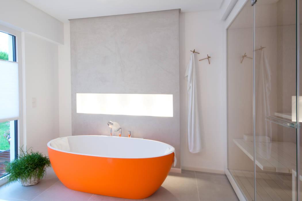 ห้องน้ำ โดย INNEN LEBEN,