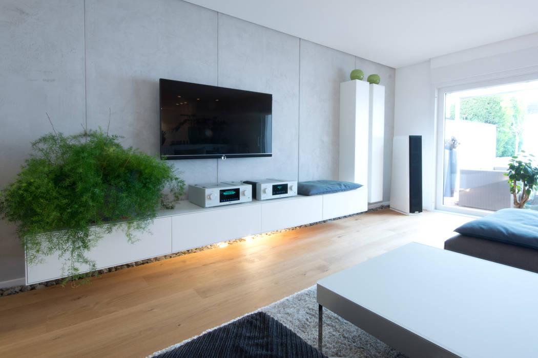 Tv-wand mit sitzkissen moderne wohnzimmer von innen leben ...