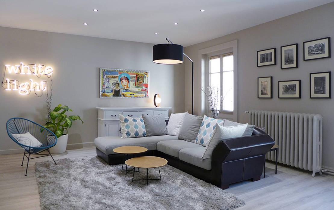 un salon gris perle et bleu p trole salon de style par. Black Bedroom Furniture Sets. Home Design Ideas