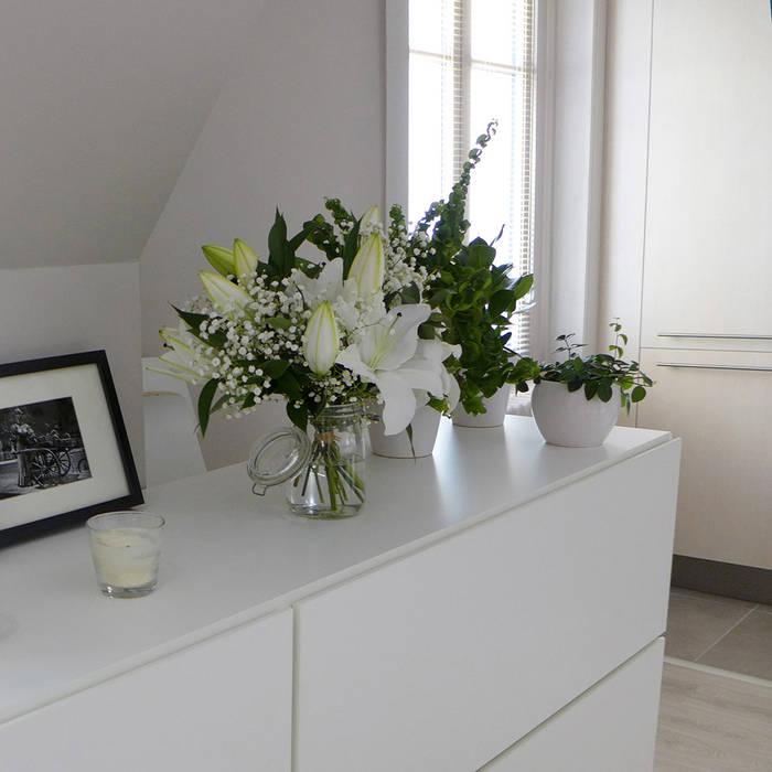 Un bahut et des plantes: Salle à manger de style  par Skéa Designer