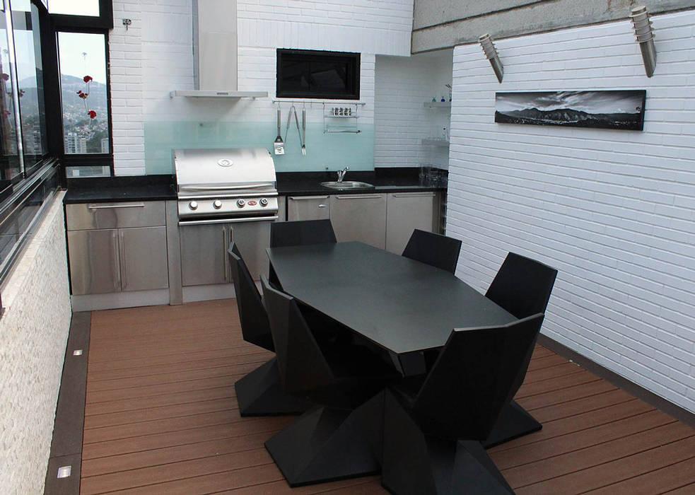 Balcones y terrazas de estilo moderno de AL + ARQUITECTURA Moderno