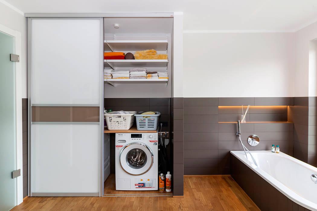 Elfa Deutschland GmbH 現代浴室設計點子、靈感&圖片 木頭 Brown