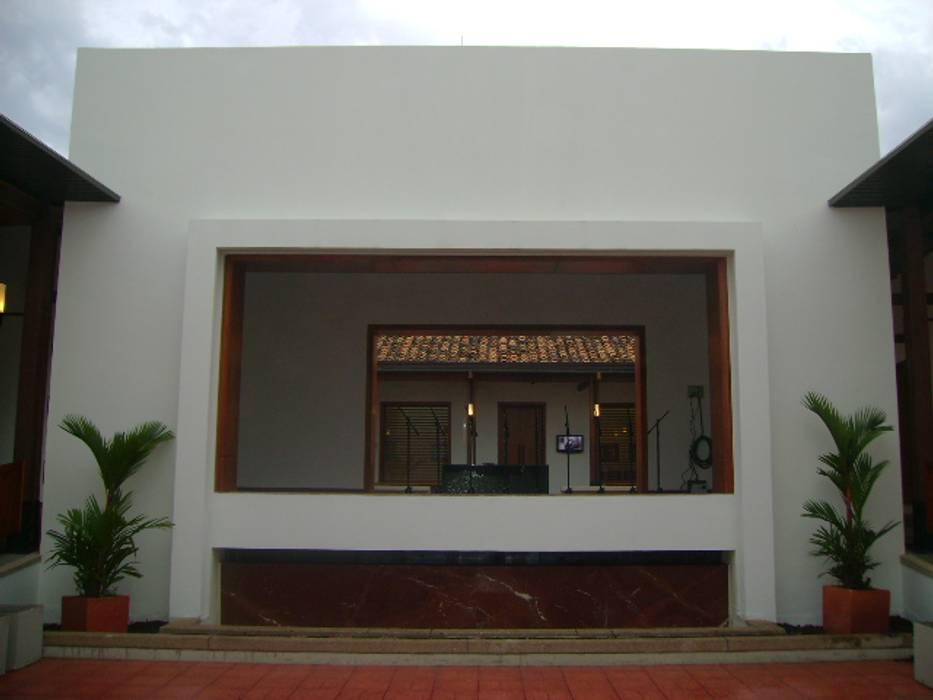 CASA DEL LIBRO TOTAL : Pasillos y vestíbulos de estilo  por OCA ARQUITECTURA INTERIOR