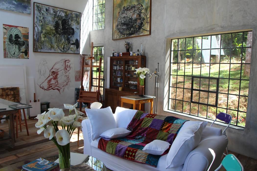 Casa Campo / Ateliê - Vale das Videiras Carlos Salles Arquitetura e Interiores Salas de estar modernas
