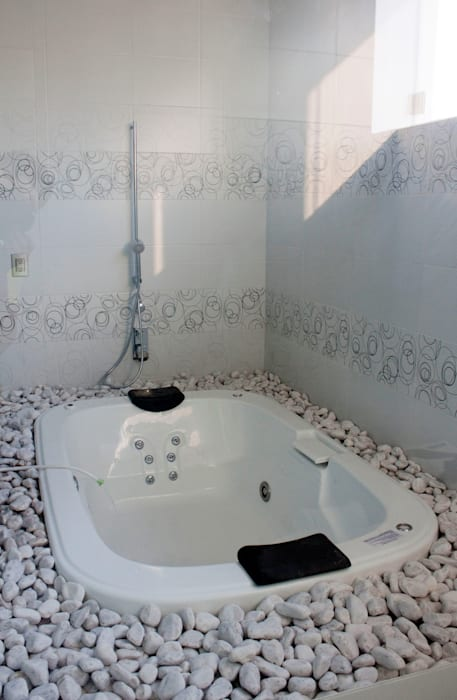 Modern bathroom by Arquimia Arquitectos Modern