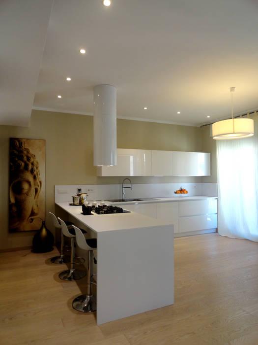 Cucina & Living: Cucina in stile in stile Moderno di The Creative Apartment