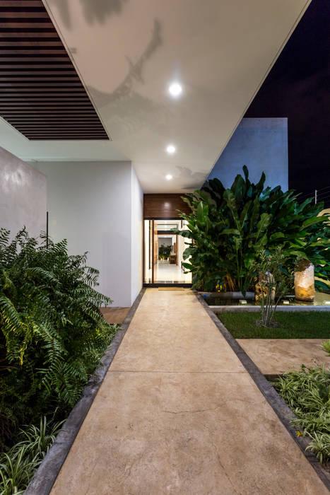 Casa O44: Casas de estilo  por P11 ARQUITECTOS, Moderno