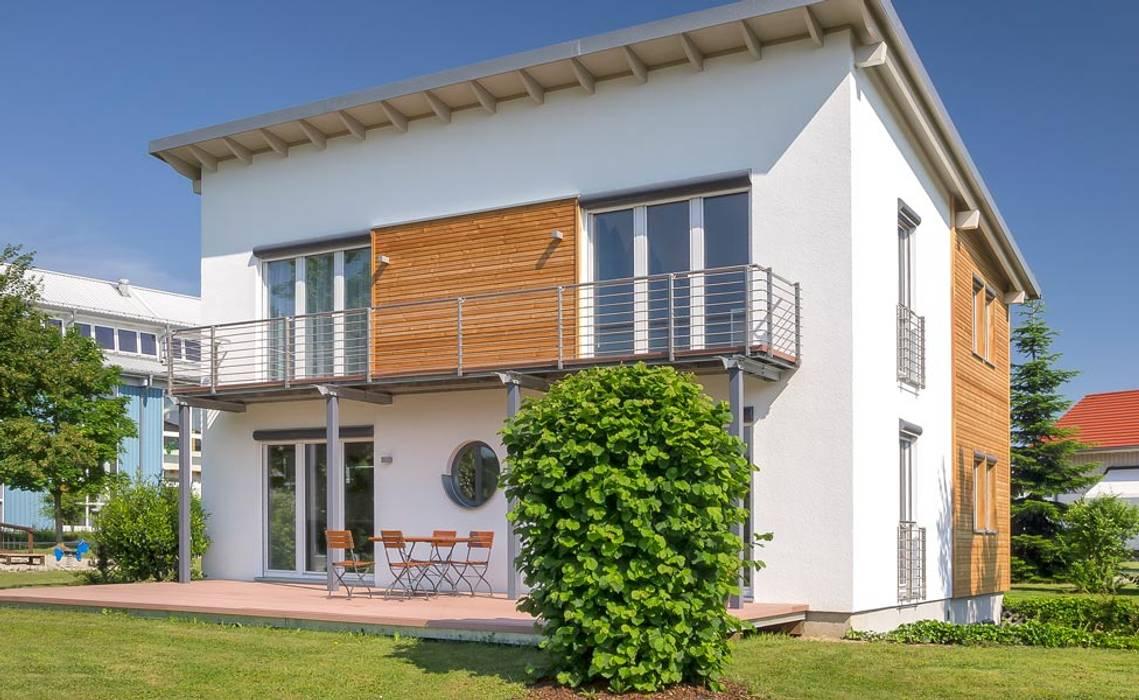 Musterhaus Falkenberg 139 Nowoczesne domy od Skapetze Lichtmacher Nowoczesny