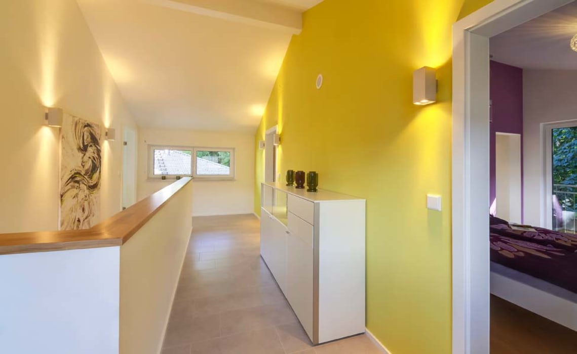 Musterhaus Bad Vilbel Skapetze Lichtmacher Modern Corridor, Hallway and Staircase