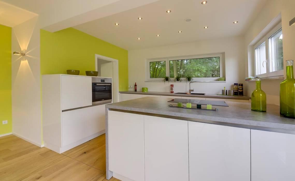 musterhaus bad vilbel 142 moderne k che von licht design skapetze gmbh co kg homify. Black Bedroom Furniture Sets. Home Design Ideas