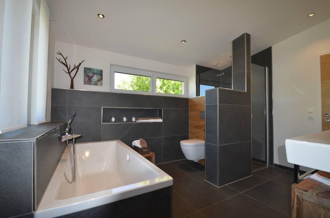 Baños de estilo  por Licht-Design Skapetze GmbH & Co. KG, Moderno