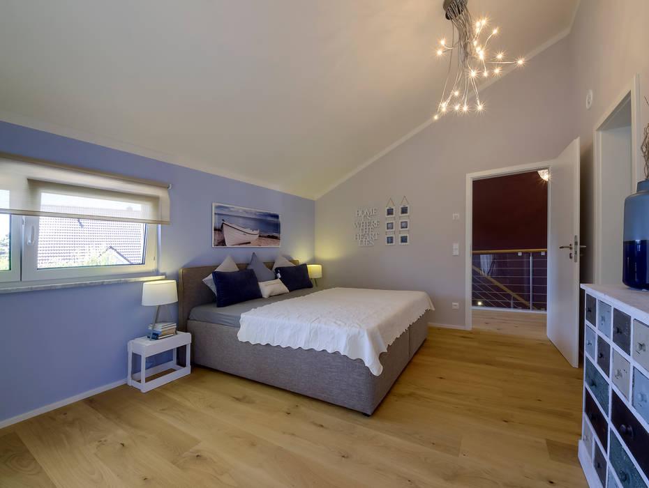 Bedroom by Licht-Design Skapetze GmbH & Co. KG