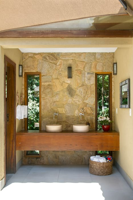 Country style bathrooms by CAMILA FERREIRA ARQUITETURA E INTERIORES Country