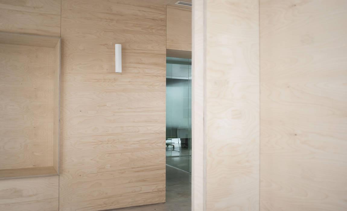 Uffici Menegatti  : Complessi per uffici in stile  di studiograffe