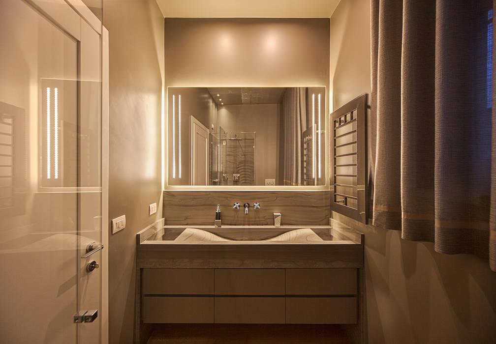 Bathroom: Bagno in stile in stile Moderno di studiodonizelli