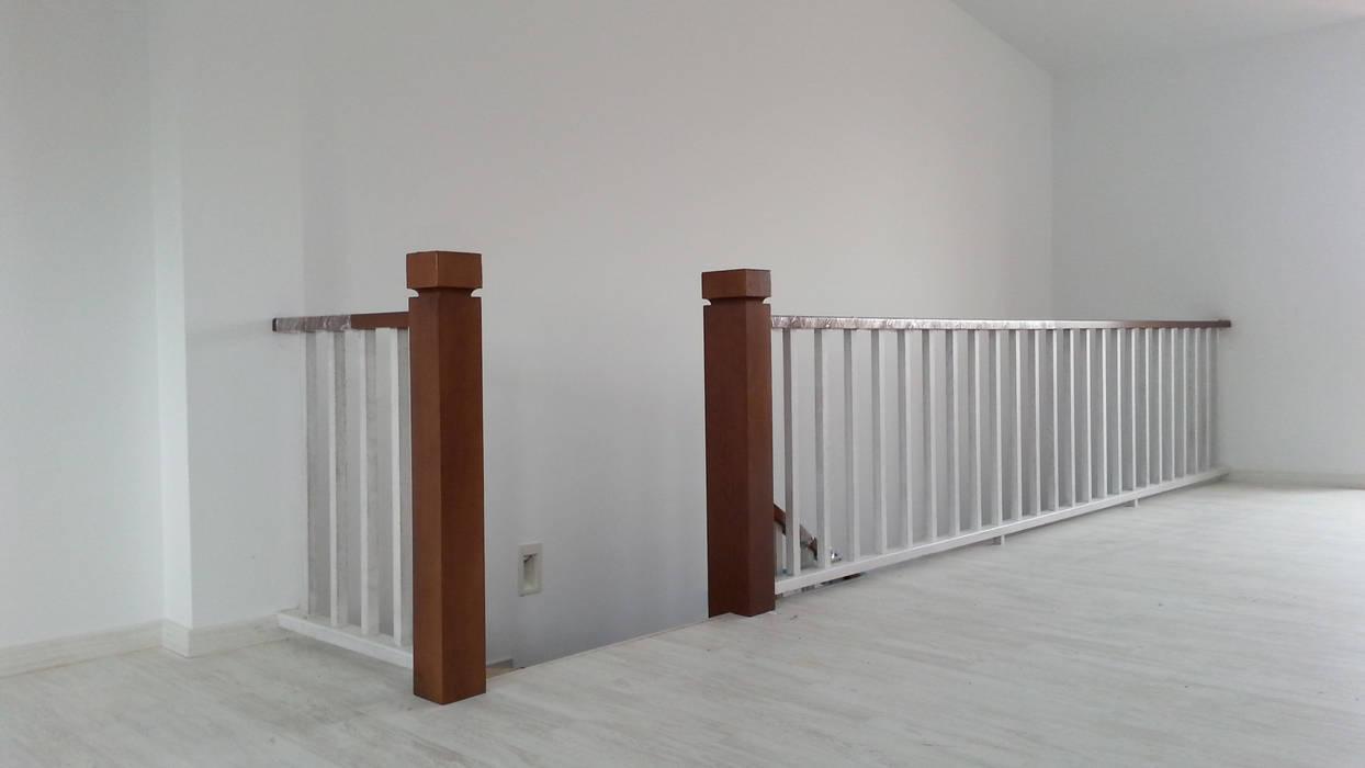 MUDEYBA S.L. Corridor, hallway & stairsStairs Parket Grey