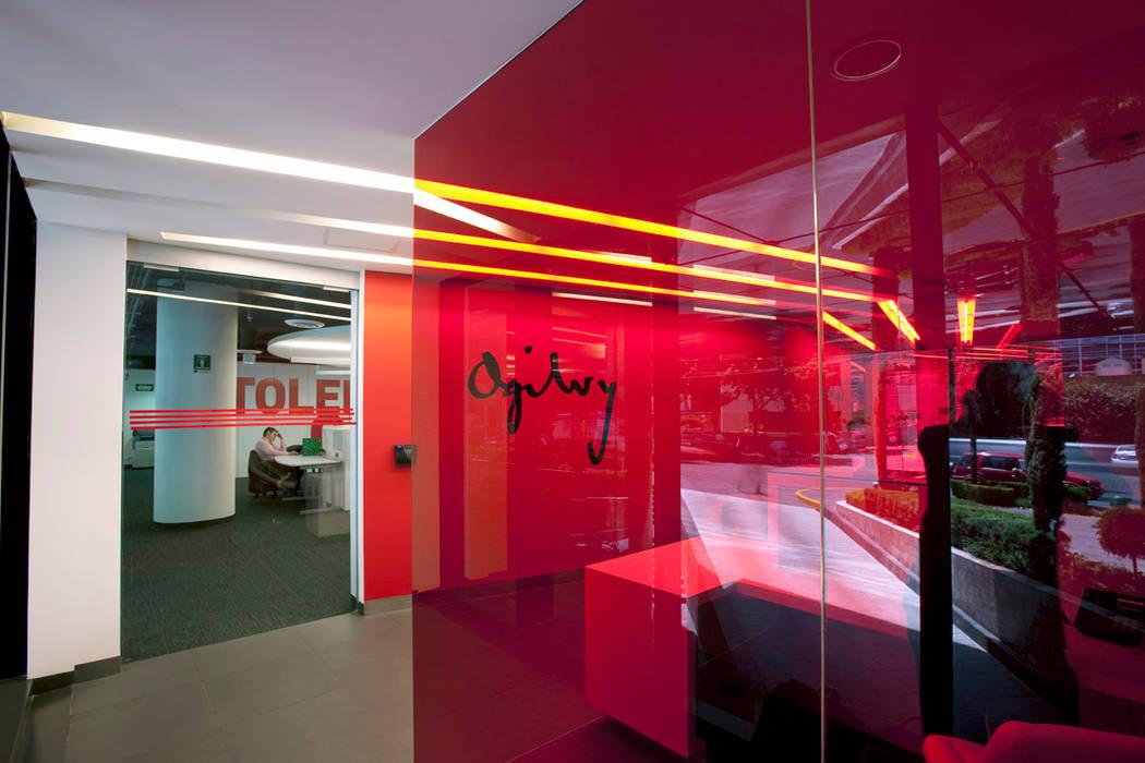 Ogilvy Estudios y despachos modernos de Serrano Monjaraz Arquitectos Moderno