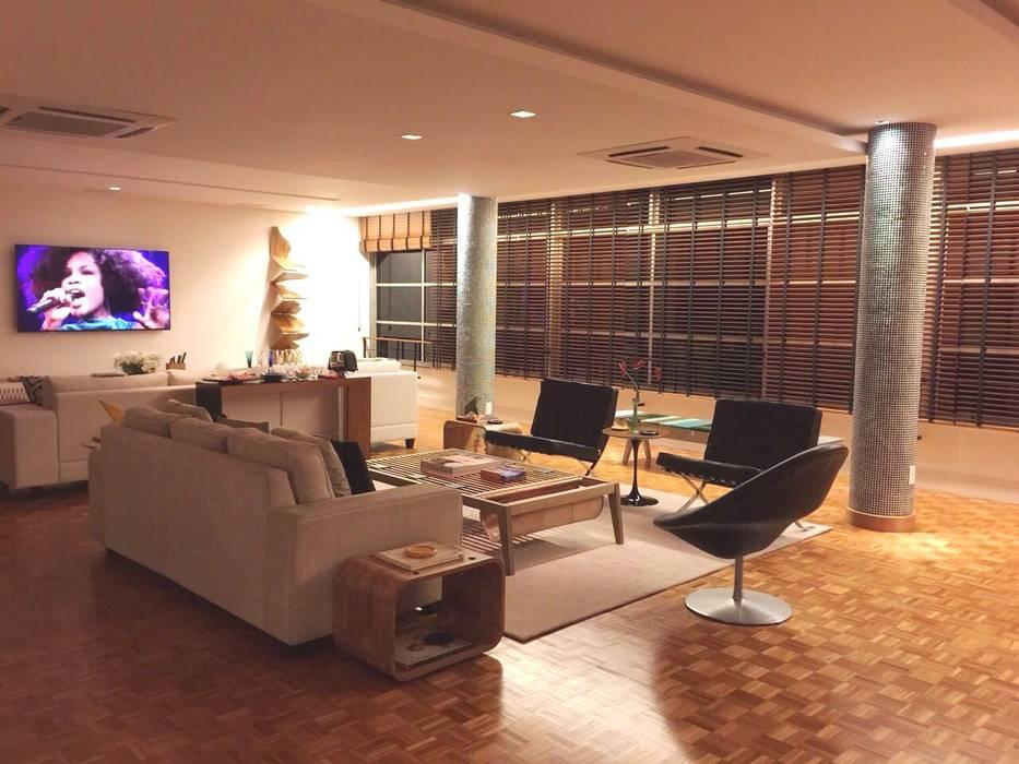 Ruang Keluarga Modern Oleh Carlos Salles Arquitetura e Interiores Modern