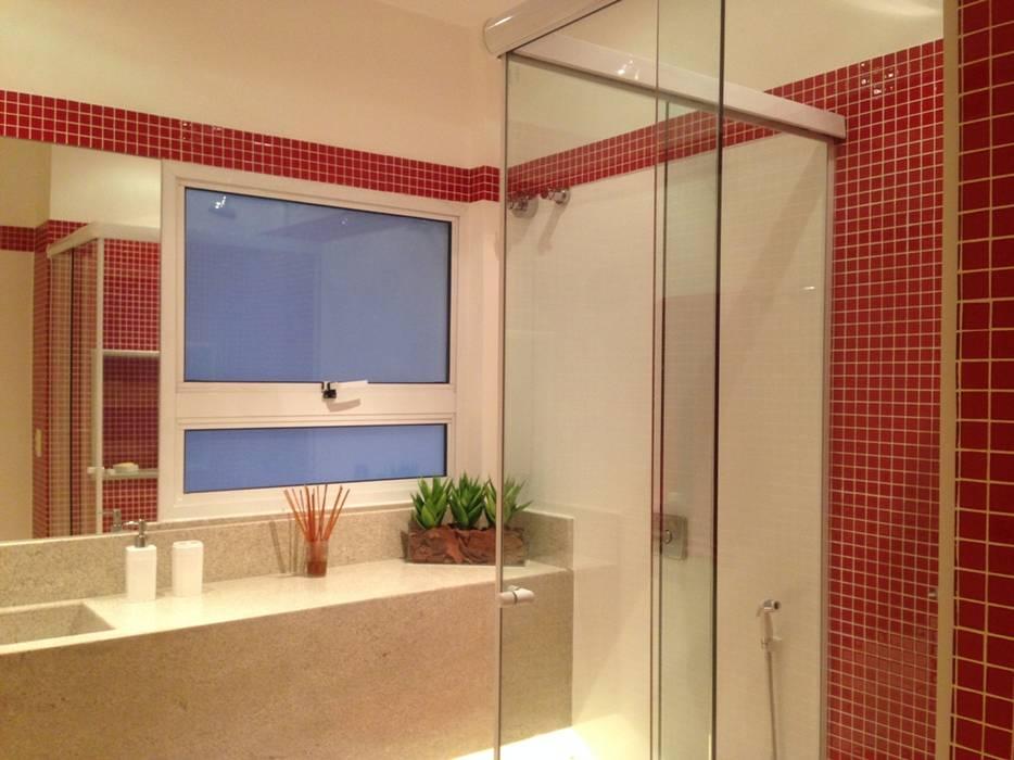 Apartamento Copacabana Banheiros modernos por Carlos Salles Arquitetura e Interiores Moderno