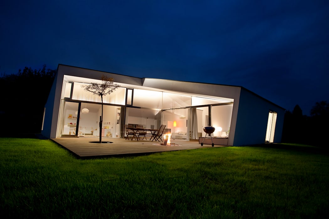 Minimalist house by LOVE architecture and urbanism Minimalist Reinforced concrete