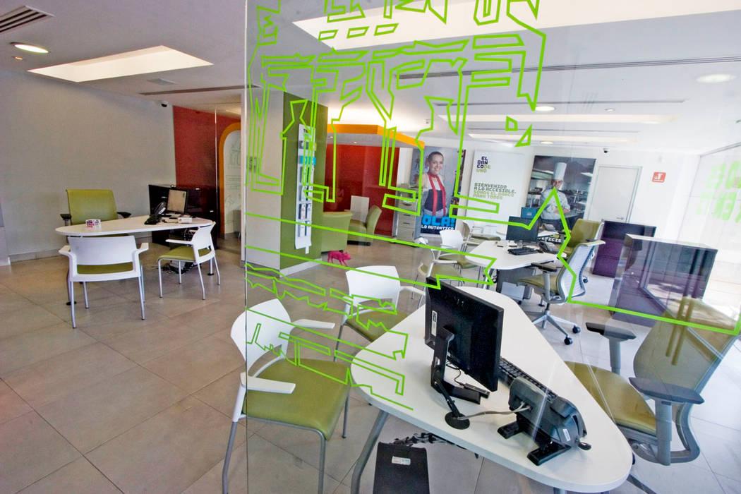 Oficinas y bibliotecas de estilo moderno de usoarquitectura Moderno