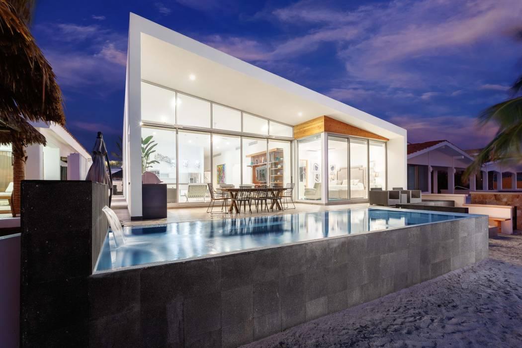Imativa Arquitectos Modern pool Stone Black